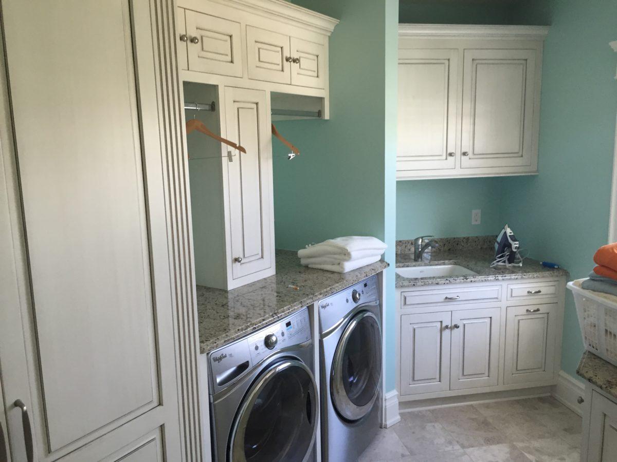 Laundry Room Cabinet Design Ideas - Cabinet Tree | Cabinet ... on Laundry Room Cabinets Ideas  id=22179
